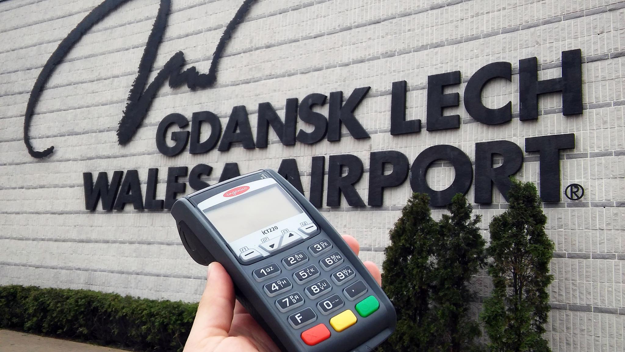 Instrukcja obsługi terminala płatniczego Ingenico ICT 220, Ingenico